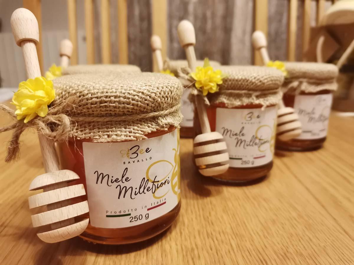 Confezioni vasetti di miele millefiori azienda agricola Beesavallo